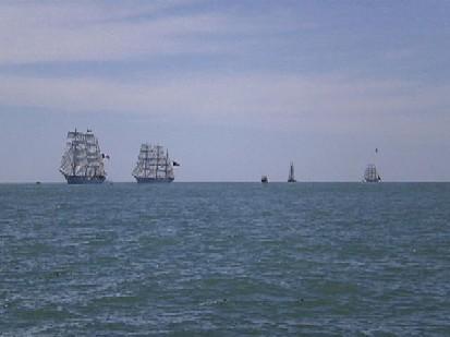 La flota se aleja rumbo a Montevideo